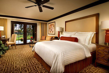 Omni_Rancho_Poolside_Ground_Floor_1_King_Bed