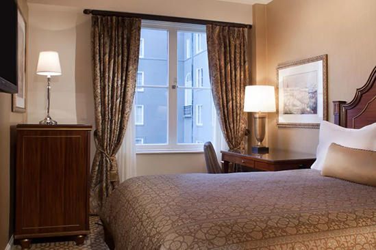 Omni _ Royal _ Orleans _ Cozy _ Economy _ Room _ Queen _ Bed
