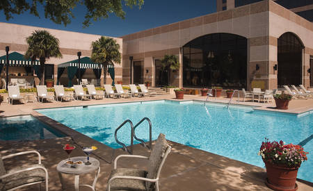 Omni_San_Antonio_Hotel_at_The_Colonade_Pool_Cabana