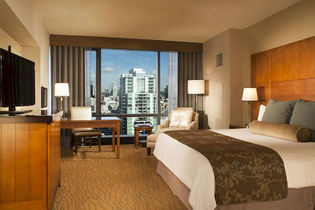 Omni_San_Diego_Spacious_Premier_King_Bed