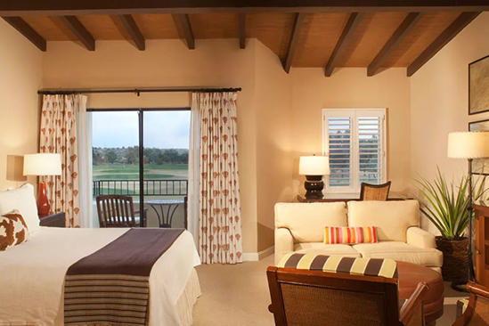 Omni_Tucson_Spacious_Premier_Room_King_Bed
