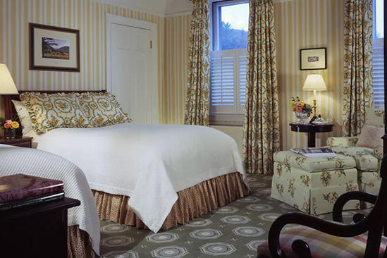 The _ Omni _ Homestead _ Classic _ Room _ Queen _ Bed