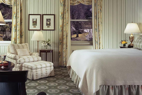 The_Omni_Homestead_Deluxe_Room_1_King_Bed