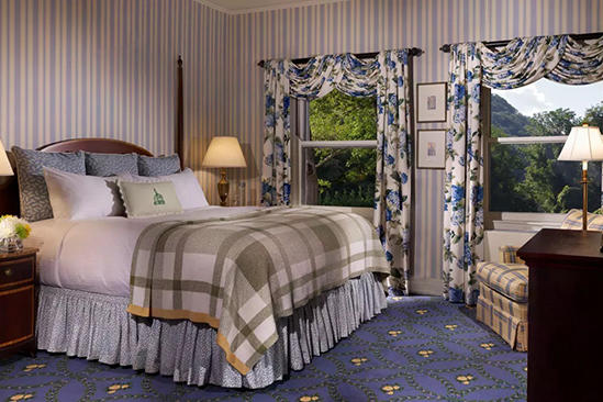 The_Omni_Homestead_Deluxe_View_Room_1_Queen_Bed