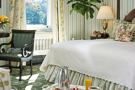 The_Omni_Homestead_Traditional_View_Room_King_Bed