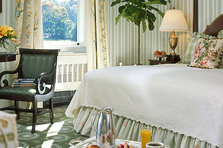 The _ Omni _ Homestead _ Traditional _ View _ Room _ King _ Bed