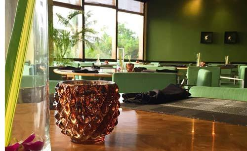 1_Outrigger_Guam_Beach_Resort_Palm_Cafe_Seating