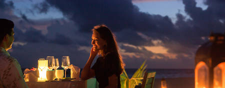 OU-Maldives_Romantic-Beach-Dinner