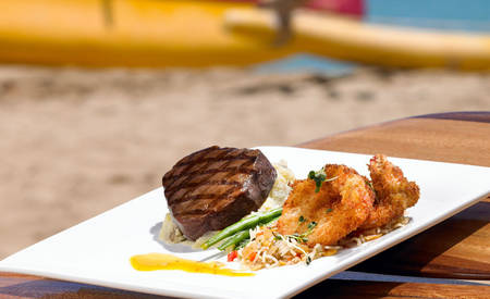 3_Outrigger_Waikiki_Beach_Resort_Dukes_Waikiki_Food
