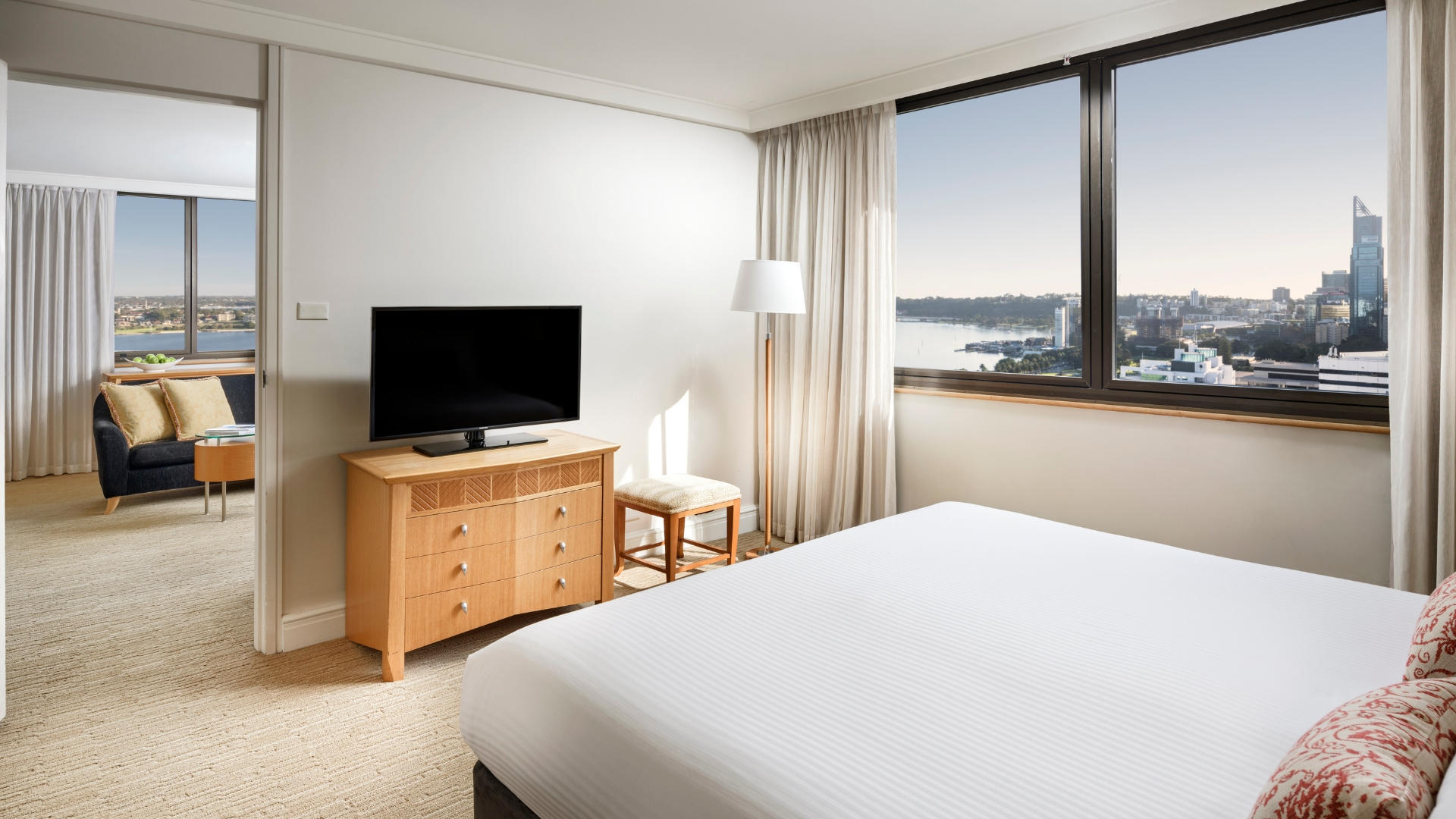 Pan_Pacific_Perth_River_Suite_With_Seperate_lounge