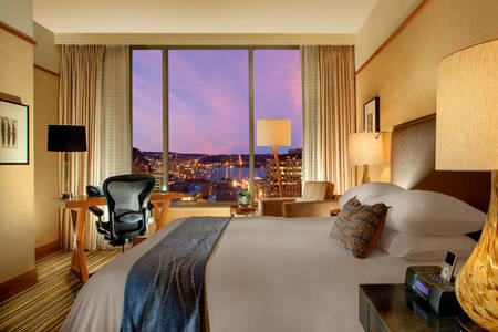 Pan_Pacific_Seattle_Deluxe_Queen_City_View