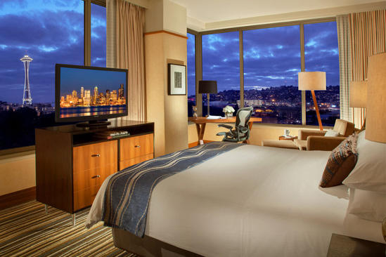Pan_Pacific_Seattle_Space_Needle_Eckzimmer