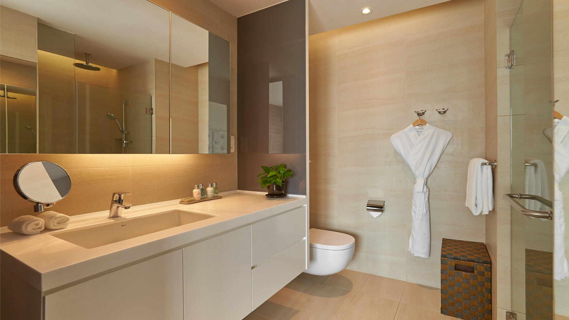 Pan_Pacific_Services_Suites_Beach_Road_Bathroom