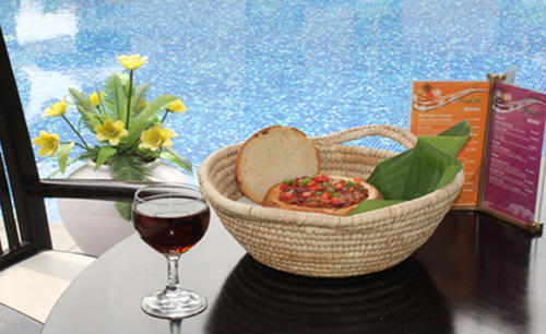 Pan_Pacific_Sonargaon_Dhaka_Pool_cafe