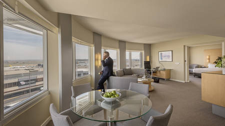 PARKROYAL Melbourne_Suite Room