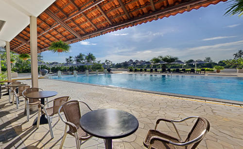 1_Parkroyal_on_Beach_Road_Poolside_Cafe_and_Bar