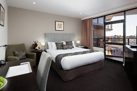Rydges_Adelaide_King_Spa_Suite