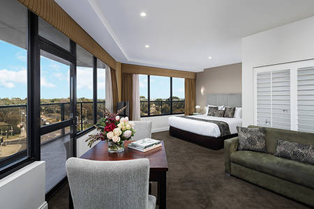 Rydges_Adelaide_Premier_Spa_Suite