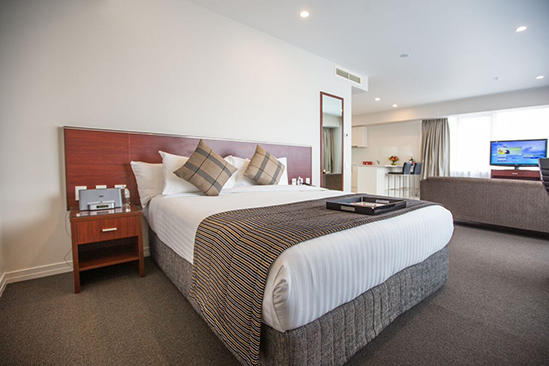 Rydges Auckland_Residence King Suite (1)