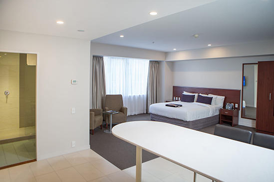 Rydges-Auckland_Residence-King-Suite-(2)