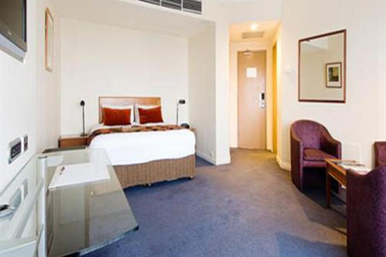 Rydges_Bankstown_Deluxe_Double_Single
