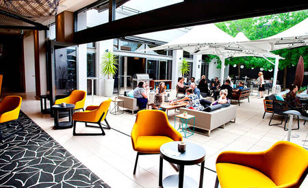 Rydges — — Campbelltown_OTIS_Bar_ 及 _Terrace