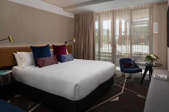 Rydges _ Campbelltown _ Cour基 _ 阳台