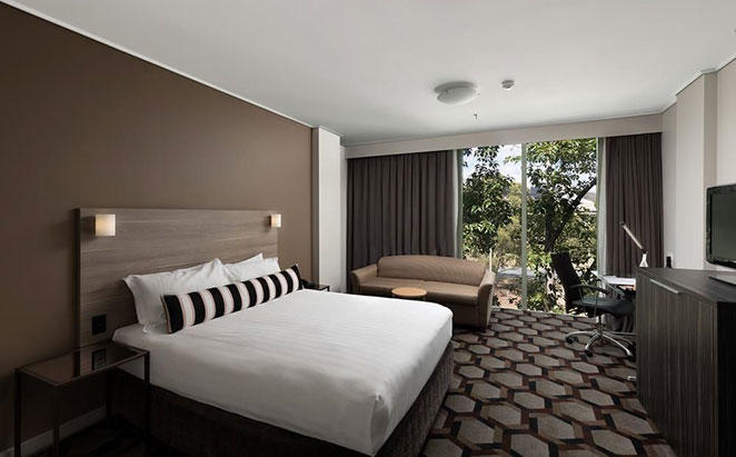 Rydges-Capital-Hill-Canberra_Superior-King-Room