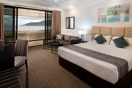 Rydges_Esplanade_Cairns_Executive_Room_Queen