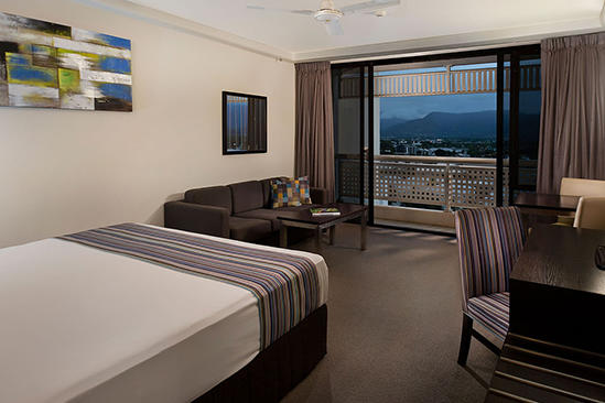 Rydges_Esplanade_Cairns_Mountain_View_Room_Queen