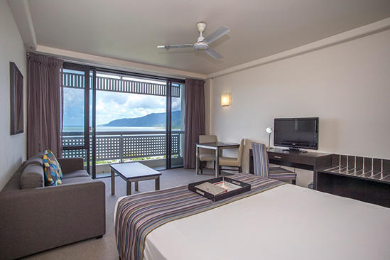 Rydges_Esplanade_Cairns_Ocean_View_Room_Queen