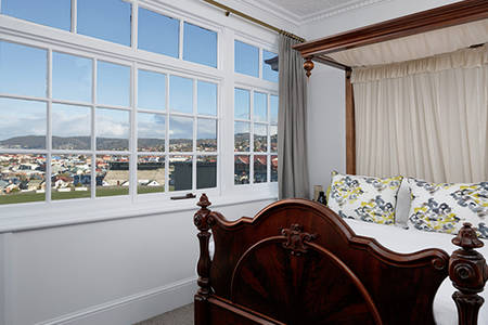 Hobart_Exectuive_Antique_Suite