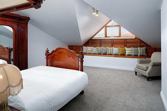 Rydges_Hobart_Antique_Double_Twin_Suite