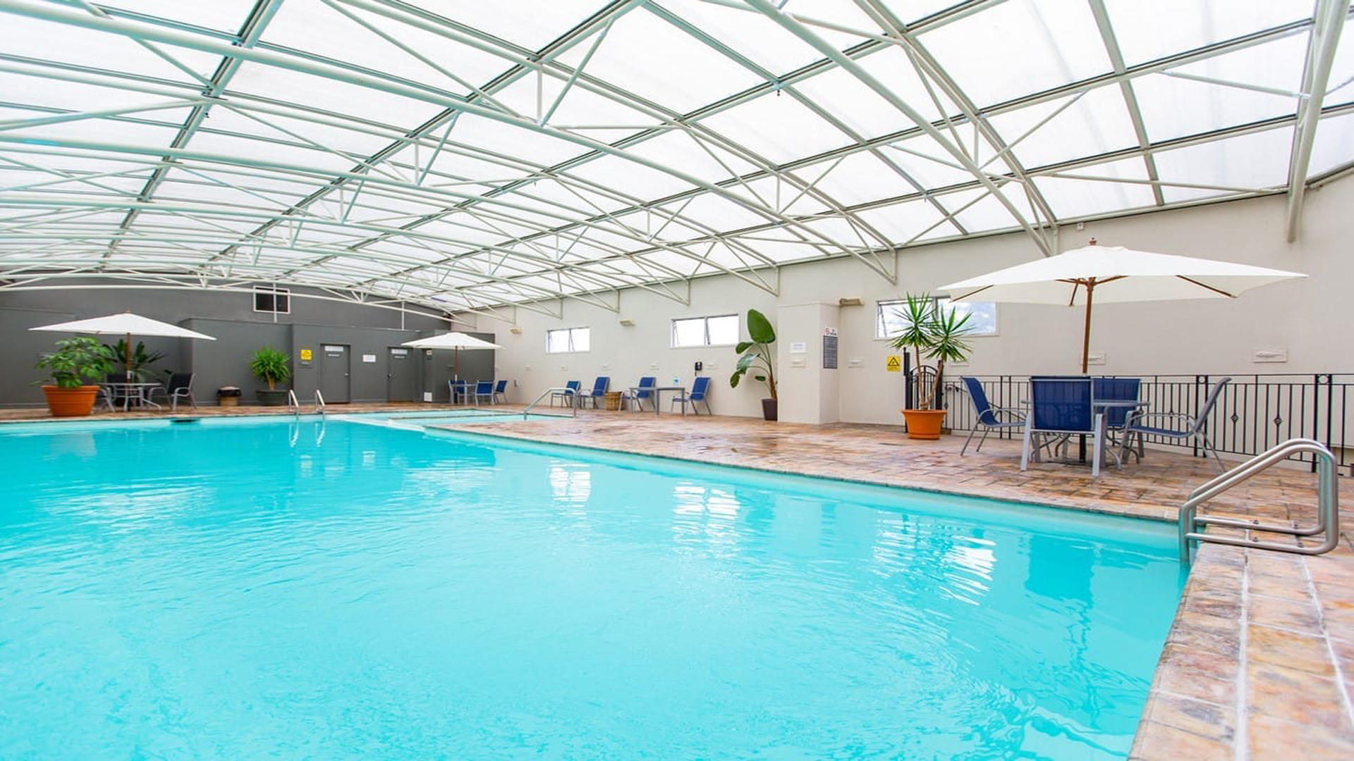 Rydges hotel rotorua gha for Pool show discovery