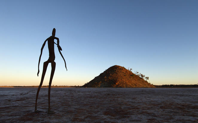 Rydges_Kalgoorlie_Anthony-Gormley-Skulpturen