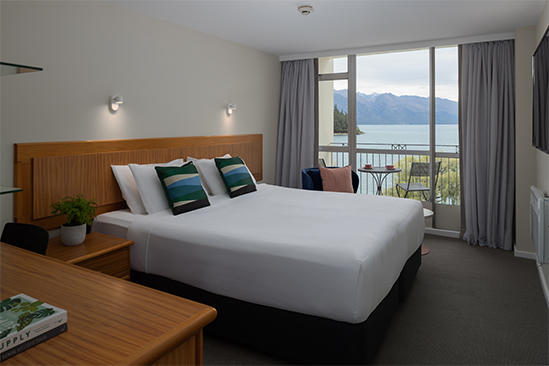 Queenstown_Deluxe_Lakeview_King_Room