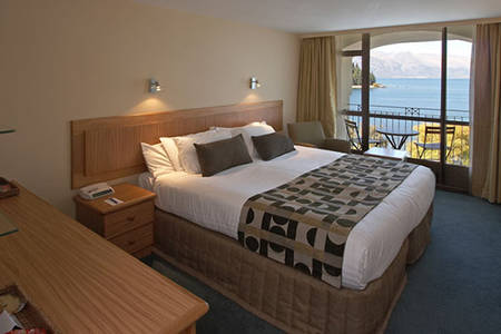 Queenstown _ Deluxe _ Lakeview _ Twin _ Room