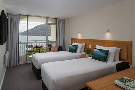 Queenstown_Deluxe_Lakeview_Twin_Room