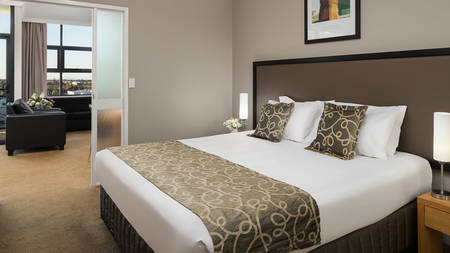 Rydges_ Mackay _Suites_Schlafzimmer