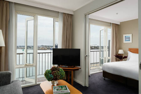 Rydges — — 新堡 — — King_Harbourside_Balcony_Suite