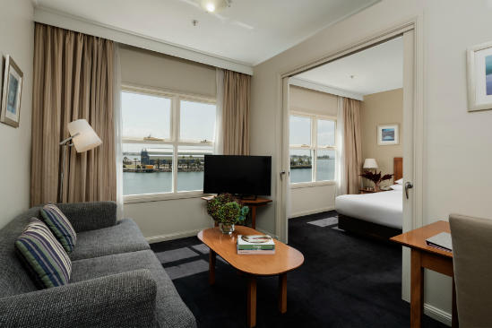 Rydges — — 新堡 — — King_Spa_Harbourside_Suite