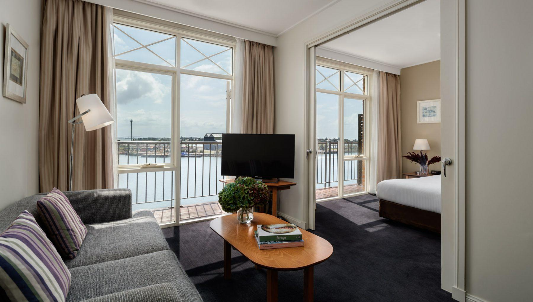 Rydges-Newcastle-King _ Spa _ Harbourside _ Suite