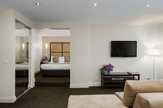 Swanston_Queen_Spa_Suite
