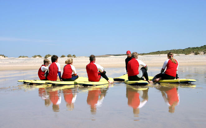Rydges_Port-Macquaire_Learn-To-Surf-Lesson