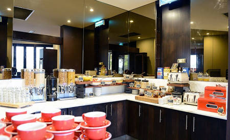 Rydges_Southpark_Adelaide_The_Deck_Cafe_&_Bar
