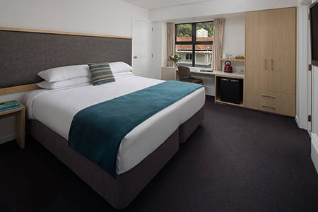 The_Thordon_Wellington_Standard-Accessible-Zimmer
