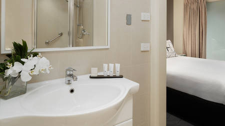 The_Victoria_Hotel_Bathroom_2
