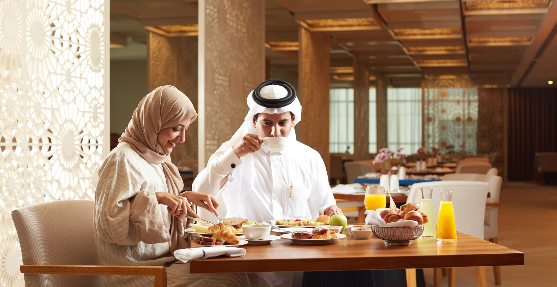 Shaza_Makkah_Couple_Dining