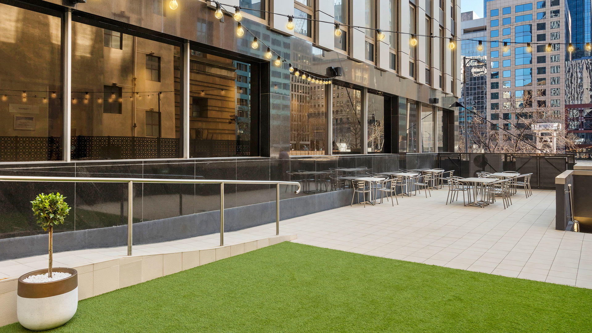 OaksMarket_OutdoorTerrace