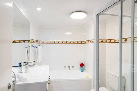 OaksOnCastlereagh _ TwoBedroom-Bathroom